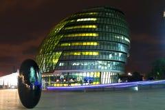 Het Stadhuis van Londen bij nacht Stock Foto