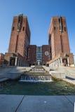 Het Stadhuis van Oslo, Radhuset op een zonnige de lentedag Royalty-vrije Stock Foto's