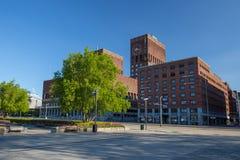 Het Stadhuis van Oslo, Radhuset op een zonnige de lentedag Stock Afbeelding
