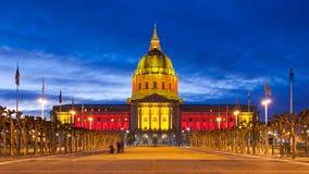 Het Stadhuis van San Franicisco in Rood en Gouden Stock Afbeeldingen