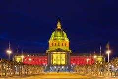 Het Stadhuis van San Franicisco in Rood en Gouden Stock Fotografie