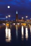 Het Stadhuis van Stockholm bij nacht Stock Fotografie