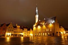 Het Stadhuis van Tallinn Bij Nacht Stock Fotografie