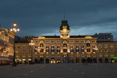 Het Stadhuis van Tri?st in Itali? stock fotografie