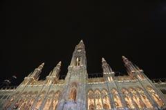 Het Stadhuis van Wenen bij Nacht Stock Foto's