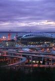 Het stadion van Seattle bij nacht stock foto