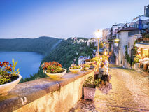 Het stadsleven in Castel Gandolfo, pope& x27; s de zomerresidentie, Italië royalty-vrije stock afbeelding