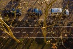 Het stadsleven in de winterzonlicht, Milaan, Italië royalty-vrije stock foto