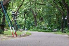 Het stadspark, dat een geschiktheidscentrum is Vrije tijd zijn Er slepen voor het lopen en het cirkelen, en grote, het uitspreide Royalty-vrije Stock Foto