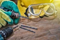 Het standaardmateriaal van de bouwveiligheid en Gezet een dril Royalty-vrije Stock Foto's