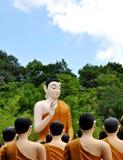 Het standbeeld dat van Boedha in Wat Chak Yai, Chanthaburi, Thailand zegent Royalty-vrije Stock Fotografie