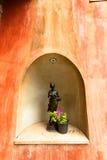 Het standbeeld in de muur Stock Fotografie