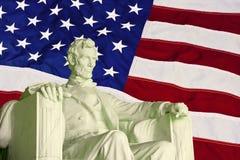 Het standbeeld en de vlag van Lincoln Stock Afbeeldingen