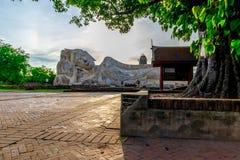 Het Standbeeld Phra Boedha Sai Yat van Boedha stock fotografie
