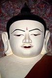 Het standbeeld van Boedha binnen oude pagode in Bagan Kingdom, Myanmar Stock Afbeelding