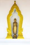 Het Standbeeld van Boedha in Boogkader - Surat Thani, Thailand Royalty-vrije Stock Fotografie