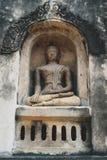 Het standbeeld van Boedha dat in Ku Phra Kona in Roi Et-provincie, Noordoostelijk Thailand wordt vastgelegd royalty-vrije stock foto's