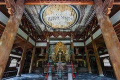 Het Standbeeld van Boedha in de Butsuden-Zaal bij Tempel Daitoku -daitoku-ji in Kyoto Royalty-vrije Stock Foto's