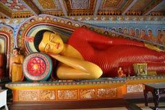 Het standbeeld van Boedha in de Isurumuniya-tempel, Srli Lanka Stock Foto's