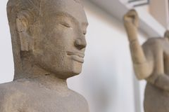 Het standbeeld van Boedha en Bodhisattvas-, Khmer kunst in museum Stock Afbeelding