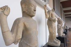 Het standbeeld van Boedha en Bodhisattvas-, Khmer kunst in museum Stock Afbeeldingen