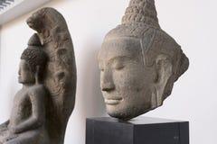 Het standbeeld van Boedha en Bodhisattvas-, Khmer kunst in museum Stock Foto's