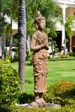 Het standbeeld van Boedha in het milieu van de zentuin Royalty-vrije Stock Foto's