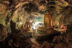 Het standbeeld van Boedha in Krasae-hol, Thailand Royalty-vrije Stock Afbeeldingen