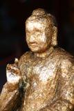 Het standbeeld van Boedha met bladgoud wordt gevuld dat Stock Afbeelding