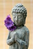 Het standbeeld van Boedha met een rietachtergrond Stock Afbeelding