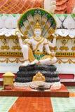 Het standbeeld van Boedha met 4 handen en beschermd hem slang Stock Foto's