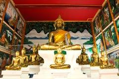 Het standbeeld van Boedha mooi in de kerk van Wat Saraphi Temple Stock Foto