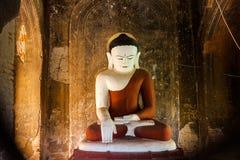 Het standbeeld van Boedha in pagode in Bagan, Myanmar royalty-vrije stock afbeelding