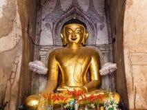 Het standbeeld van Boedha in pagode in Bagan, Myanmar stock afbeelding