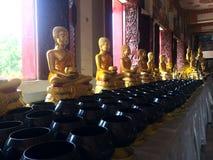 Het standbeeld van Boedha in Phra Mahathat Kaen Nakhon, Khonkaen Thailand - openbare tempel Royalty-vrije Stock Foto's