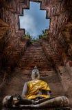 Het standbeeld van Boedha in Prasat Nakhon Luang, Ayutthaya stock foto's
