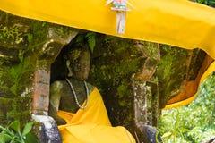 Het standbeeld van Boedha ` s in Pura Ulun Danu Bratan Balinese-tempel complex op Bratan-meer, Bali, Indonesië wordt vastgelegd d Stock Afbeeldingen