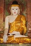 Het standbeeld van Boedha in Shwedagon-pagode Stock Foto's