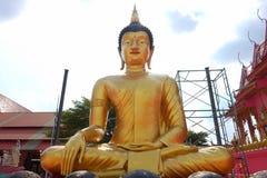 Het standbeeld van Boedha in tempel Stock Afbeeldingen