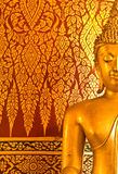 Het standbeeld van Boedha van het beeld en mural Thaise stijl Stock Fotografie
