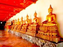 Het standbeeld van Boedha in Wat Arun, Bangkok Thailand Stock Foto's