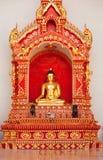 Het standbeeld van Boedha in Wat Chedi Luang, Chiang Mai Stock Afbeeldingen