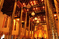 Het standbeeld van Boedha in Wat Chedi Luang, Chiang Mai Royalty-vrije Stock Fotografie