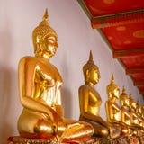 Het Standbeeld van Boedha in Wat Pho (Pho-Tempel) in Bangkok Royalty-vrije Stock Afbeeldingen