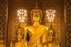 Het standbeeld van Boedha in Wat Phra That Hariphunchai, Lamphun-provincie Royalty-vrije Stock Afbeelding