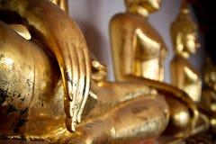 Het standbeeld van Boedha in Wat Phra Kaew. Stock Foto