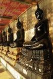 Het standbeeld van Boedha in Wat Sutat (Sutat-Tempel), Bangkok, Thailand Royalty-vrije Stock Afbeelding