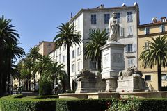Het Standbeeld van Bonaparte van Napoleon in Ajaccio stock foto's