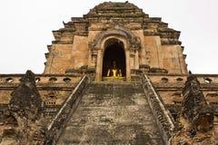 Het Standbeeld van Budha in Long 2 van Wat Chedi Stock Afbeelding