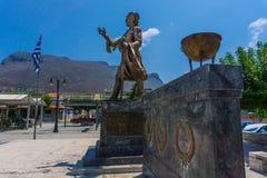 Het standbeeld van de beroemde Griekse held, Petrobeis Mavromichalis, die de Griekse revolutie in Aeropoli in Mani Greece begon stock foto's